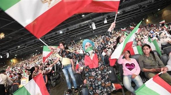إيرانيون من أنصار المعارضة الإيرانية في اجتماعهم السنوي بباريس (أرشيف)