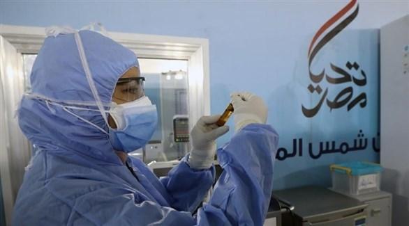 عاملة صحية في مستشفى عين شمس المصري (إ ب أ)