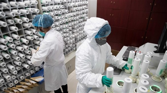 خبراء في أحد المختبرات للابحاث على كورونا (أرشيف)