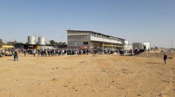 متظاهرون في محطة الكامور النفطية في تونس (أرشيف)