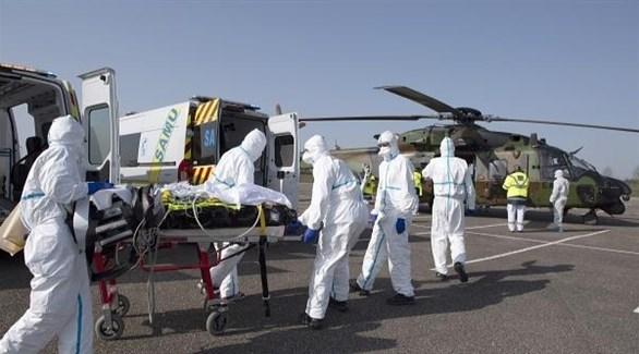 فريق طبي ألماني ينقل مصابين بفيروس كورونا (أرشيف)