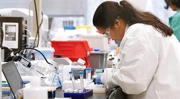 باحثة في مختبر بيولوجي (أرشيف)