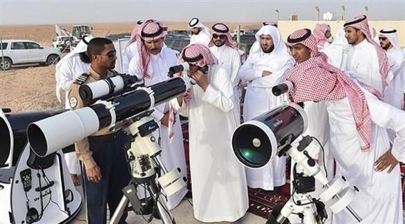 خبراء سعوديون يتحرون الهلال (أرشيف)