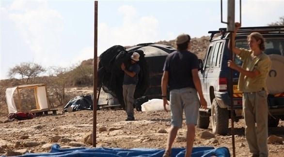 مستوطنون إسرائيليون ينصبون خياماً على قمة جبل بنابلس (تويتر)