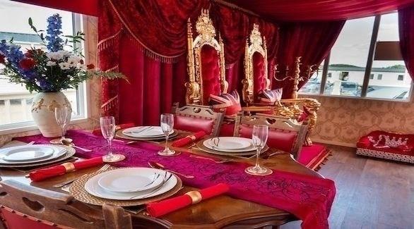 غرفة المعيشة في الكارافان الملكي (ميرور)