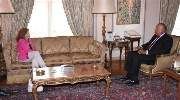 سامح شكري والممثلة الخاصة للأمين العام في ليبيا بالإنابة ستيفاني ويليامز (أرشيف)