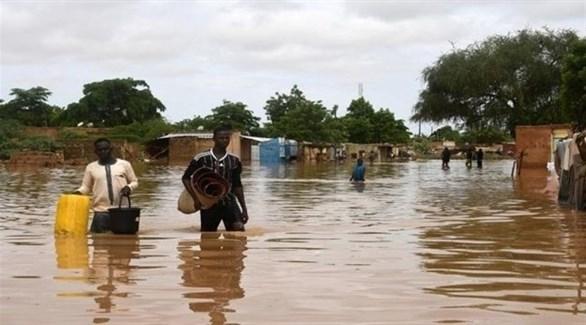 نيجيريان عالقان وسط المياه في نيامي العاصمة (أرشيف)