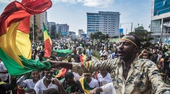 متظاهرون في إثيوبيا احتجاجاً على مقتل المغني (أرشيف)