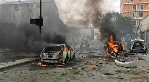 سيارات متفحمة بعد تفجير إرهابي سابق في ليبيا (أرشيف)