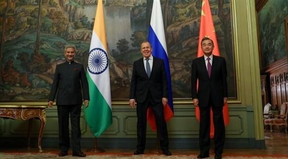 ضو مجلس الدولة الصيني وانغ يي ووزير الخارجية الهندي جايشانكار والروسي لافروف (أرشيف)