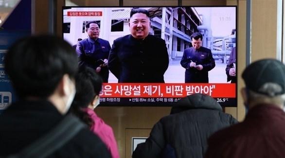مجموعة منا لأشخاص تتابع الأخبار عن كوريا الشمالية (أرشيف)
