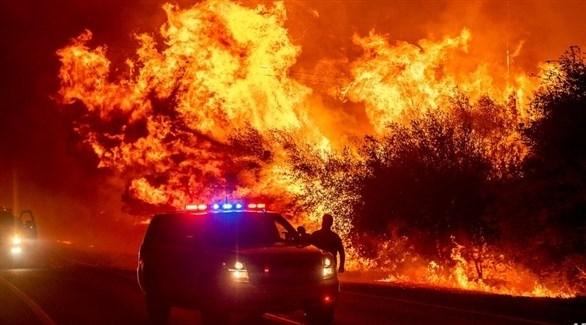 جانب من الحرائق المندلعة على الأراضي الأمريكية (أ ب)