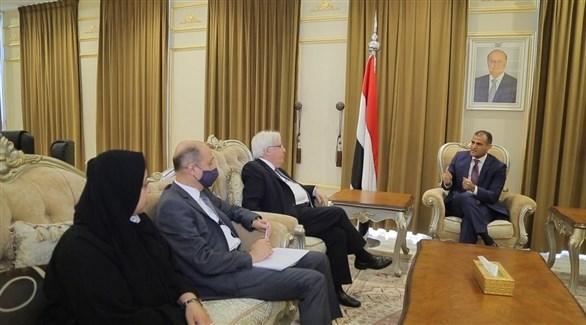 وزير الخارجية اليمني الحضرمي والمبعوث الأممي غريفيث (أرشيف)