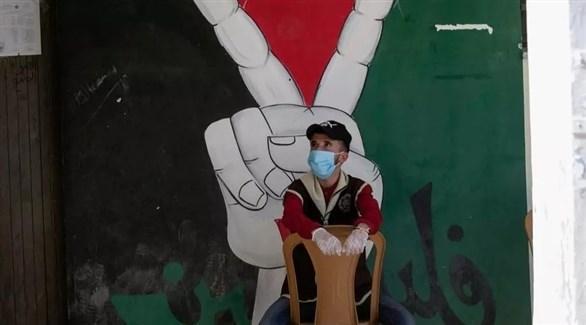 فلسطيني يرتدي كمامة (أرشيف / أ ف ب)