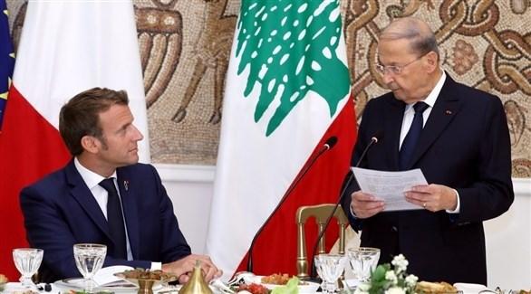 الرئيس الفرنسي إيمانويل ماكرون مستمعاً لكلمة من نظيره اللبناني ميشال عون (أرشيف / غيتي)