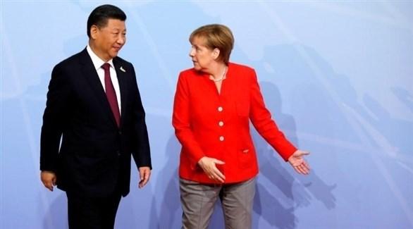 الرئيس الصيني شي جين بينغ والمستشارة الألمانية أنجيلا ميركل (أرشيف)