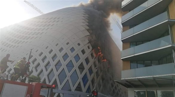 دخان يتصاعد من مجمع تجاري في بيروت (تويتر)