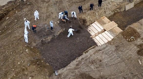 دفن متوفين بكورونا في نيويورك (أرشيف)