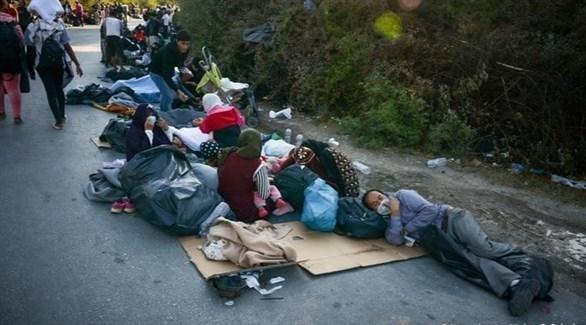 لاجئون يفترشون الأرض بعد احتراق مخيم موريا في ليسبوس (أرشيف)