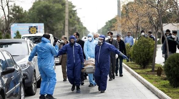 نقل جثمان متوفى بكورونا في إيران للمقبرة (أرشيف)