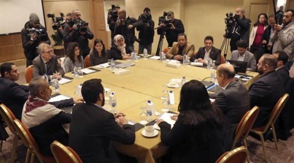 جلسة مفاوضات سابقة بين الحكومة اليمنية والحوثيين حول الأسرى في عمان (أرشيف)