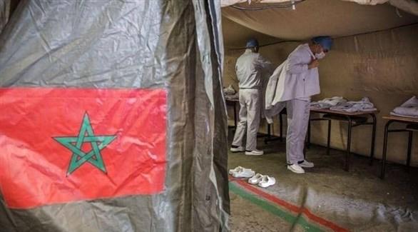 عاملان في القطاع الصحي المغربي في خيمة طبية (أرشيف)