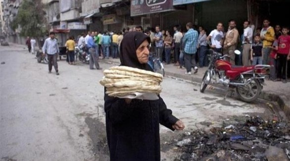 سورية تحمل خبزاً (أرشيف)