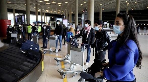 ركاب ينتظرون أمتعتهم داخل مطار الملكة علياء (أرشيف / رويترز)
