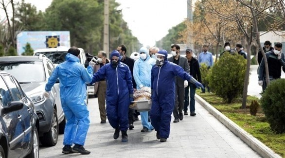 إيرانيون يشيعون أحد ضحايا كورونا (أرشيف)