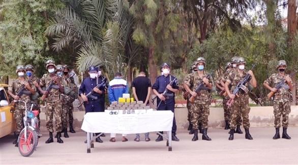جانب من المضبوطات والمعتقلين (الدفاع الجزائرية)
