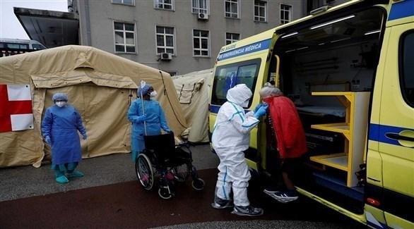 نقل مريض كورونا إلى المستشفى في البرتغال (أرشيف)