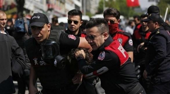 عناصر من الأمن التركي في حملة اعتقالات سابقة (أرشيف)