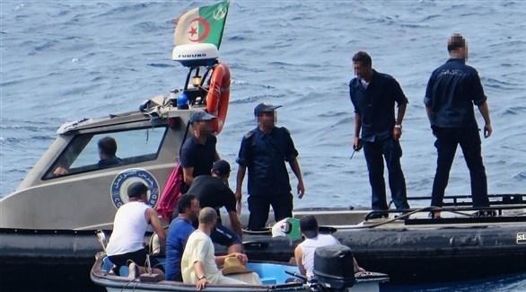 خفر السواحل الجزائري يعترض قارب مهاجرين (أرشيف)