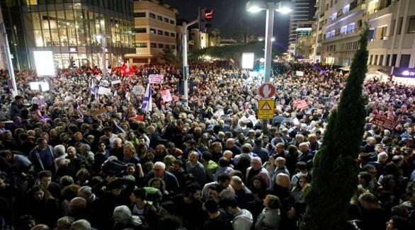 محتجون يشاركون في تظاهرة ضد نتانياهو (أرشيف)