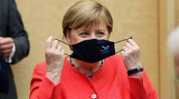 المستشارة الألمانية أنجيلا ميركل ترتدي الكمامة (أرشيف)