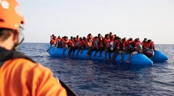 مهاجرون على متن زورق مطاطي في البحر الأبيض المتوسط (أرشيف)