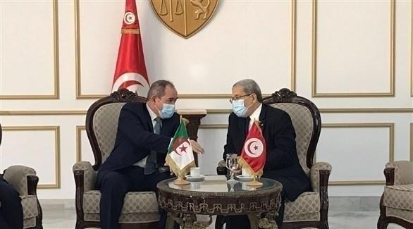 وزيرا الخارجية الجزائرية صبري بوقادوم والتونسي عثمان الجرندي (أرشيف)