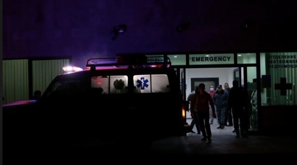 سيارة إسعاف تنقل مصابين في قصف على قرة باغ إلى المستشفى (أرشيف)