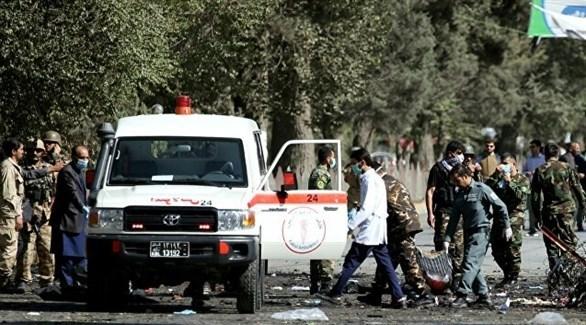 سيارة إسعاف تنقل جرحى من موقع انفجار في أفغانستان (أرشيف)