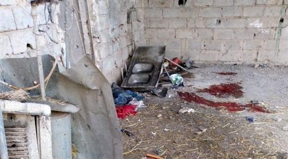 آثار الدماء  في البيت الذي استهدفته الصواريخ أمس الإثنين في بغداد (تويتر)