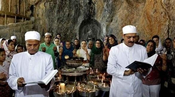 زرادشتيون يؤدون طقوساً دينية (أرشيف)