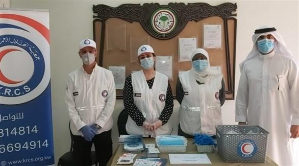 متطوعون في الهلال الأحمر الكويتي لمكافحة كورونا (أرشيف)