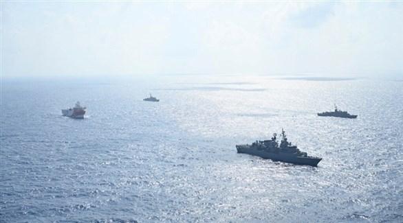 سفن حربية تركية تطوق سفينة تنقيب قرب المياه اليونانية بالمتوسط (أرشيف)