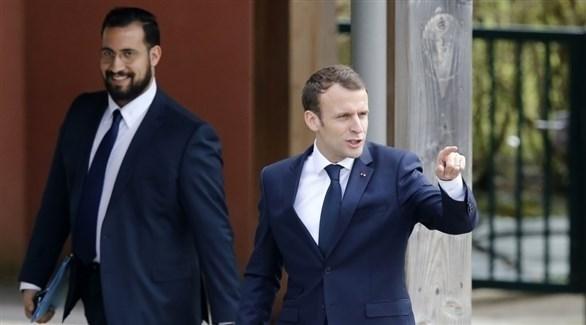 الرئيس الفرنسي ماكرون ومساعده السابق أليكسندر بينالا (أرشيف)