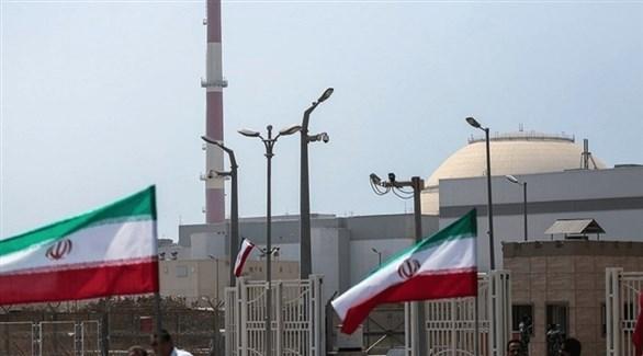 علم إيران مرفوعاً في محطة نووية (أرشيف)