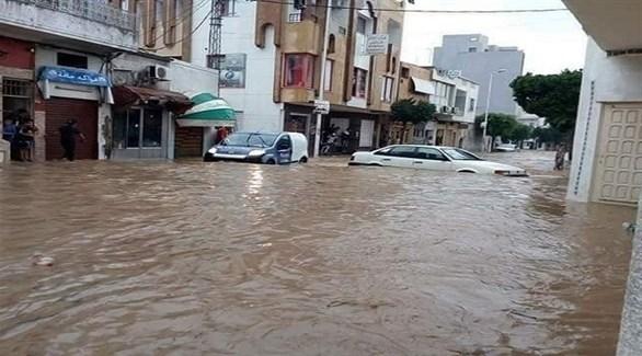 مياه الأمطار تغمر شارعاً بتونس (أرشيف)