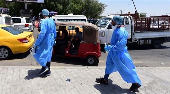 عاملان بقطاع الصحة العراقي (إ ب أ)