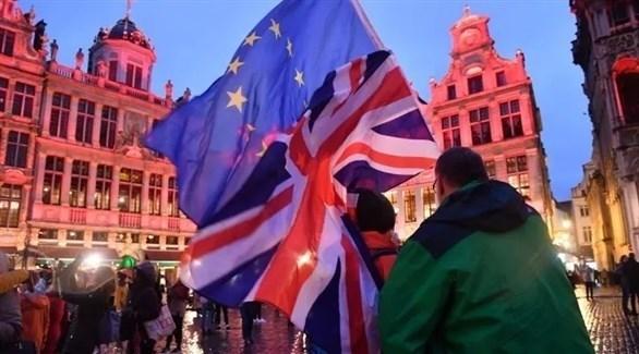 رفع العلم البريطاني والاتحاد الأوروبي في إحدى التجمعات (أرشيف)