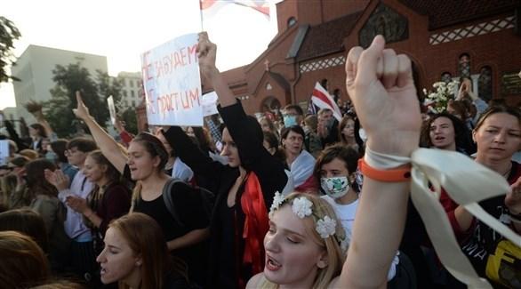 مجموعة من النساء تشارك في التظاهرات المعارضة وسط مينسك (اي بي ايه)