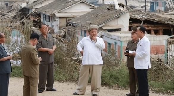 زعيم كوريا الشمالية كيم جونغ أون  خلال الزيارة (المصدر)